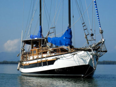 52′ FOOT SPRAY SAIL BOAT